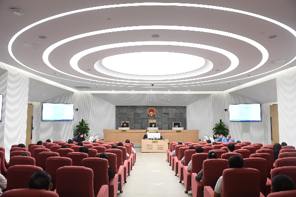 市普法办开展领导干部旁听行政诉讼案件庭审活动
